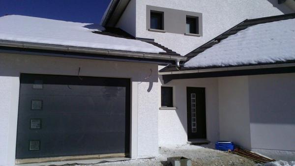 Portes d'entrée et de garage en PVC